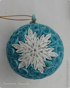 ball with snowflake Craft Product Packaging Now - Quilling Ideas Paper Quilling Tutorial, Paper Quilling Patterns, Quilled Paper Art, Quilling Paper Craft, Diy Paper Christmas Tree, Quilling Christmas, Christmas Crafts, Quilling Images, 3d Quilling
