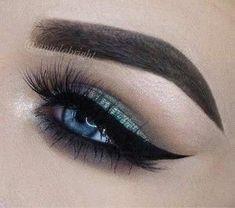 Green Smokey Eye Look for Blue Eyes 21 Stunning Makeup Looks for Green Eyes. Eyeshadow For Blue Eyes, Eyeshadow Tips, Eyeshadow Makeup, Makeup Cosmetics, Eyeshadows, Lipsticks, Makeup Looks For Green Eyes, Blue Eye Makeup, Green Smokey Eye