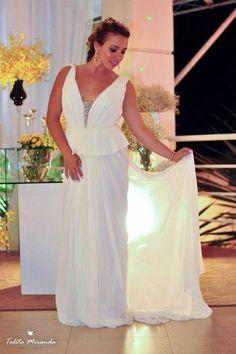 A Closet - Roupas para celebrar. VENDE vestidos NOVOS de noiva e festa de marcas consagradas a preços ótimos. Vestidos de noiva a pronta entrega: de R$ 1.950,00 a 5.890,00.  Vestidos de festa de R$ 720,00 a 3.950,00 (cartão/cheque/boleto). Os vestidos devem ser conferidos na loja física. Não enviamos catálogos de fotos. Não vendemos pela internet. Não compramos vestidos de noiva usados. Marque seu horário, venha provar seu vestido ( Desfile só para Noivas - expo noivas )