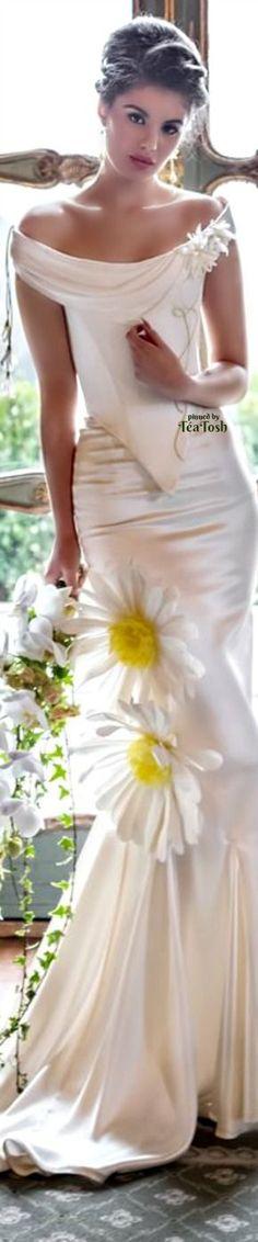 ❇Téa Tosh❇ Daisy Gown Fairytale Gown, Daisy Mae, Bridal Gowns, Wedding Dresses, Beautiful Castles, Wedding Ties, Bridal Show, Floral Fashion, Perfect Wedding