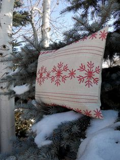 FAST and Cheap DIY Christmas Pillows made from Placemats Christmas Love, Winter Christmas, Christmas Crafts, Nordic Christmas, Thanksgiving Holiday, Winter Holidays, Christmas Ideas, Diy Pillows, How To Make Pillows