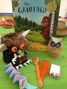 Recycling materials to make characters from The Gruffalo. Gruffalo Party, The Gruffalo, Education And Literacy, Kids Education, Creative Activities, Activities For Kids, Gruffalo's Child, Picture Story Books, Art For Kids