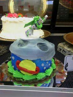 Buzz light year smash cake