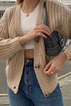 5+ Insanely trendy & affordable winter fashion pieces every stylish woman must have! You can't miss these trendy winter fashion finds for 2021... Cute Fall Outfits, Winter Outfits, Fall Fashion Trends, Winter Fashion, Photoshoot, Stylish, Sweaters, Clothes, Women