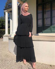 Modern Hijab Fashion, Street Hijab Fashion, Hijab Fashion Inspiration, Abaya Fashion, Muslim Fashion, Modest Fashion, Fashion Outfits, Dress Outfits, Modest Wear