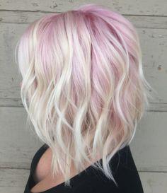 pinker Haaransatz und Eiseblond Haarlängen