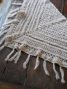 Free pdf Ravelry shawl crochet pattern. Lots of variations in colours. Love it, thanks so xox English translation as follows:     http://handmadewithaloha.blogspot.co.uk/2011/11/translation-of-cheche-la-sauce-bidules.html