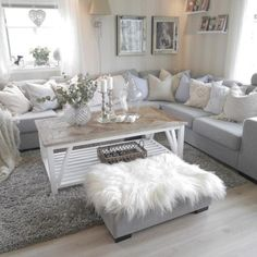Awesome 50 Relaxing Living Rooms Ideas With Gorgeous Modern Sofas. More at http://trendecor.co/2017/12/27/50-relaxing-living-rooms-ideas-gorgeous-modern-sofas/