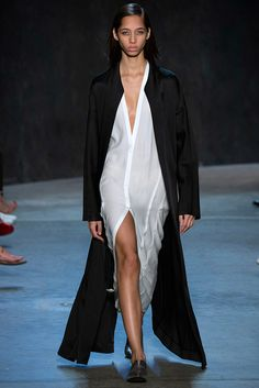 Fotos de Pasarela | Narciso Rodriguez, primavera 2017, Nueva York Primavera Verano 2017 New York Fashion Week | 26 de 34 | Vogue
