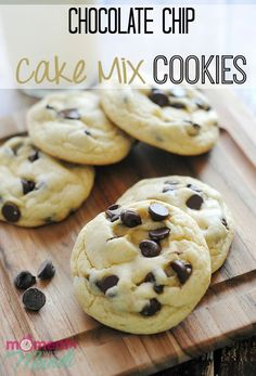 These Chocolate Chip Cake Mix Cookies are an easy way to enjoy a plate of delicious cookies. These cake mix cookies also make a great gift for the holidays! # cake mix cookies Chocolate Chip Cake Mix Cookies - Moments With Mandi Cake Mix Cookie Recipes, Yummy Cookies, Cake Cookies, Bo Bake Cookies, Super Cookies, Sandwich Cookies, Shortbread Cookies, Köstliche Desserts, Dessert Recipes