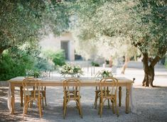 A Canadian bride with Italian origins and a Canadian groom with Greek origins where brought together by fate a few years ago and have been inseparable since. Wedding Reception Decorations, Table Decorations, Greece Wedding, Al Fresco Dining, Outdoor Furniture Sets, Outdoor Decor, White Ribbon, Videography, Floral Design