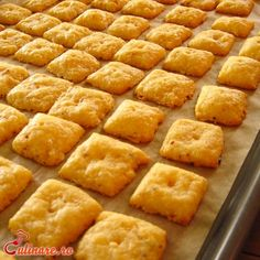 Biscuiti sarati Baby Food Recipes, Dessert Recipes, Scones, Cornbread, Food Inspiration, Biscuits, Bacon, Deserts, Food And Drink