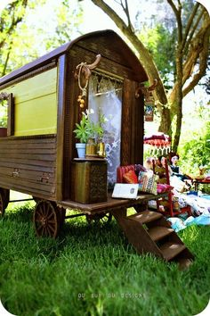 Forget the tree house my friends, I want to give my kids a bohemian caravan as an alternative for a super cool club house.