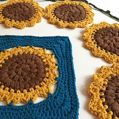 Susy's sunflower (square) pattern by Susy Knotsosquare Crochet Blanket Patterns, Crochet Blankets, Crochet Sunflower, African Flowers, Yarn Needle, Decoration, Crochet Hooks, Crochet Necklace, Tapestry