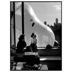 Elliott Erwitt, Snoopy, and the joys of Thanksgiving. 📷 Macy's Thanksgiving Day Parade, 1988. Elliott Erwitt / @MagnumPhotos