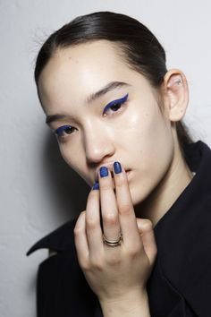 blue eyeliner and nails