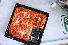 Itt jön a tepsis pizza   Street Kitchen Taco Pizza, Pepperoni, Lasagna, Ale, Cake Recipes, Tacos, Cooking, Ethnic Recipes, Foods