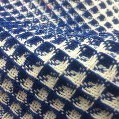 Weaving Projects, Weaving Art, Weaving Patterns, Loom Weaving, Hand Weaving, Woven Scarves, Pattern Drafting, Ikat, Textiles