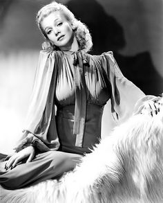 hollywood star in the carole landis Vintage Hollywood, Old Hollywood Stars, Old Hollywood Glamour, Hollywood Actor, Golden Age Of Hollywood, Vintage Glamour, Vintage Beauty, Hollywood Actresses, Classic Hollywood
