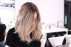 Blonde Hair With Highlights, Brown Blonde Hair, Messy Hairstyles, Pretty Hairstyles, Face Hair, Coloured Hair, Balayage Hair, Hair Trends, Hair Goals