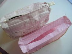 (via the toiletries in long, wide, and through! Sewing Patterns Free, Free Pattern, Diy Francais, Diy Couture, Creative Crafts, Crafty, Bags, Point, Ideas