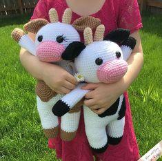 Free crochet pattern for an amigurumi cow Crochet Cow, Crochet Dolls, Crochet Yarn, Free Crochet, Crochet Flamingo, Crochet Snowman, Flamingo Pattern, Easy Crochet, Crochet Zebra
