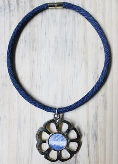 Colar de reaproveitamento de jeans Washer Necklace, Jeans, Jewelry, Design, Fashion, Necklaces, Moda, Jewlery, Jewerly
