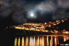 Luna llena en #Lastres! #Asturias by Murias pic.twitter.com/WVBKFGVgHs