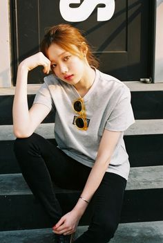 Model lee sung kyung 모델 이성경 on We Heart It Korean Actresses, Korean Actors, Lee Sung Kyung Fashion, How To Pose For Pictures, Korean Girl, Asian Girl, Kim Book, Swag Couples, Weightlifting Fairy Kim Bok Joo