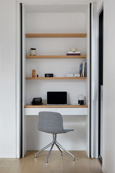 In this modern house, a small home office has been built into a closet. This allows the home office to be hidden away when not needed, while open wood shelving provides additional storage for daily items. Home Office Closet, Office Nook, Home Office Space, Home Office Design, Home Office Decor, House Design, Office Ideas, Home Decor, Desk Space