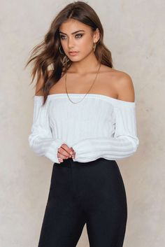 The Offshoulder Sweater by Vanessa Moe for NA-KD features off-shoulder design, a stretchy ribbed knitted fabric and long sleeves. Beautiful Face Images, Beautiful People, Beautiful Eyes, Spring Outfits For School, European Girls, White Sweaters, Off The Shoulder, Fashion Photography, Casual Outfits