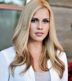 Claire-Holt, hair color