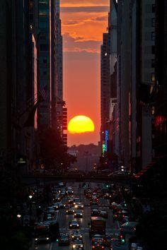 Manhattanhenge's sunset NYC New York City Travel Honeymoon Backpack Backpacking Vacation Beautiful Sunset, Beautiful World, Beautiful Places, Beautiful Pictures, City Aesthetic, New York City, Scenery, Around The Worlds, Landscape