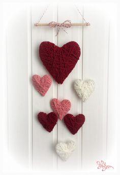 valentine decorations 598908450433091051 - Valentin napi fonal szívek Source by garderielimeray Diy Home Crafts, Yarn Crafts, Crafts For Kids, Creative Crafts, Diy Valentine's Day Decorations, Valentines Day Decorations, Decor Diy, Valentine Wreath, Valentine Day Crafts