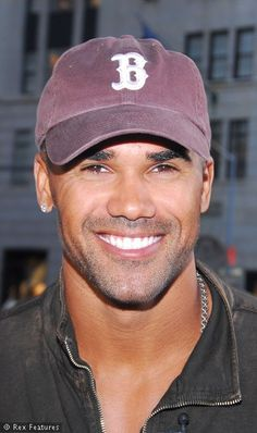 Shemar Moore, what a handsome guy! Gorgeous Black Men, Pretty Men, Sherman Moore, Gta San Andreas, Hommes Sexy, Criminal Minds, Attractive Men, Beautiful Smile, Good Looking Men