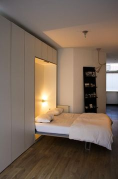 Decorate your room in a new style with murphy bed plans Cama Murphy, Murphy Bed Desk, Murphy Bed Plans, Space Saving Beds, Space Saving Furniture, One Room Flat, Hideaway Bed, Modern Murphy Beds, Hidden Bed