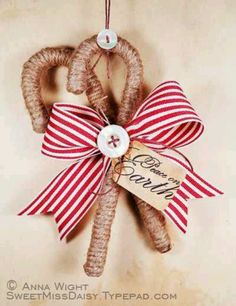 Ornaments and other Christmas crafts I need more ideas like this for my Old time country Christmas Rustic Christmas Ornaments, Primitive Christmas, Christmas Decorations, Primitive Ornaments, Christmas Projects, Holiday Crafts, Christmas Ideas, Diy Natal, Navidad Natural
