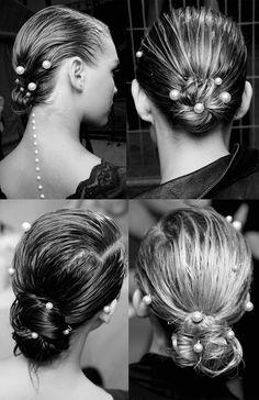 Chanel. Recogidos en moño y aplicaciones de perlas para un look lady y glamuroso