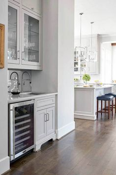 42 Wonderful Transitional Small Storage To Update Your Living Room - Modern Home Design Backsplash Herringbone, Grey Backsplash, Beadboard Backsplash, Kitchen Backsplash, Rustic Backsplash, Hexagon Backsplash, Backsplash Ideas, Living Room Trends, Living Room Modern
