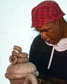 Ardmore sculptor, Tebogo Ndlovu shows his immense talent with this commissioned snake Urn. #Ardmore #ardmoreceramics #clay #sculpture #artist #creativity #talent #ardmoreartists