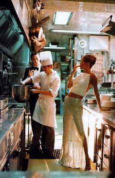 Carolyn Murphy by Steven Meisel for Vogue US October 1998 in Atelier Versace Steven Meisel, 90s Fashion, Vintage Fashion, La Trattoria, Carolyn Murphy, Jean Marie, Paulina Porizkova, Provocateur, Niki Taylor