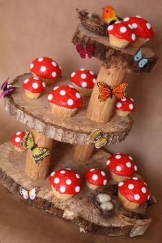 Cupcakes Toadstool e stand para uma festa na escola da floresta - Bastelideen Kinder - Fairy Birthday Party, Garden Birthday, Birthday Cupcakes, Themed Cupcakes, Party Cupcakes, Paris Birthday, Spa Birthday, Party Garden, Birthday Ideas