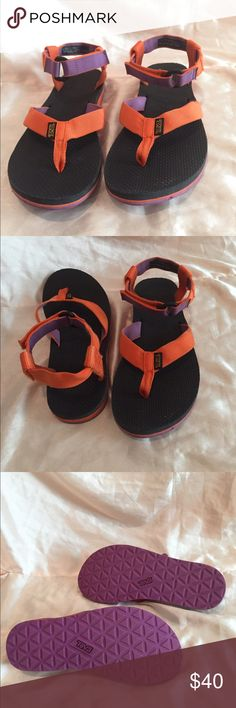 TEVA 🍁 ORIGINAL SANDAL🍂perfect festival sandals TEVA : Original Sandals in amazing condition. These are super comfortable and make a perfect accessory for a Music festival. Practically new, have been worn 2/3 times. Considering reasonable offers! Let me know if you have any questions. Teva Shoes Sandals