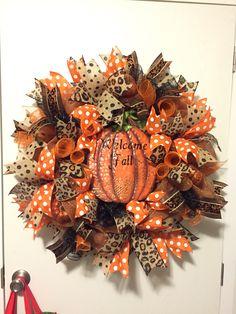 Fall Mesh Wreaths, Diy Fall Wreath, Wreath Crafts, Deco Mesh Wreaths, Holiday Wreaths, Wreath Ideas, Halloween Wreaths, Thanksgiving Wreaths, Thanksgiving Decorations