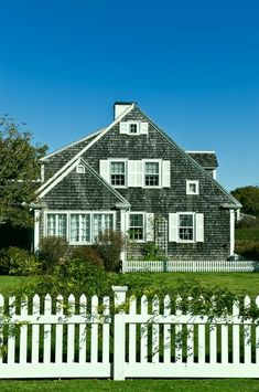Adorable 50 Traditional Cape Cod House Exterior Ideas https://roomaniac.com/50-traditional-cape-cod-house-exterior-ideas/