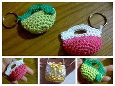 BORSETTA PORTACHIAVI UNCINETTO/CROCHET BAG KEY RING - YouTube Crochet Gifts, Cute Crochet, Crochet Baby, Knit Crochet, Crochet Handbags, Crochet Purses, Crochet Keychain, Crochet Earrings, Crochet Stitches
