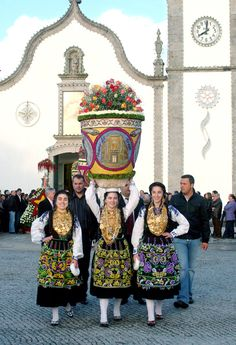 the parade of Blooming Baskets, Vila Franca do Campo, Portugal Azores, Minho, Portuguese Culture, Art Populaire, Visit Portugal, Folk Costume, People Around The World, Traditional Outfits, Spain