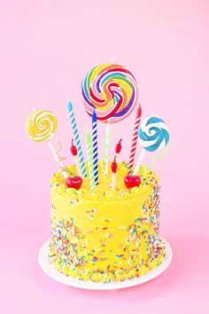 The Ultimate Guide to Birthday Candles - Birthday Cake Vanilla Ideen Yellow Birthday Cakes, 60th Birthday Cakes, Birthday Cakes For Women, Yellow Cakes, Lollipop Cake, Cupcake Cakes, Lollipop Party, Cupcakes, Torta Candy