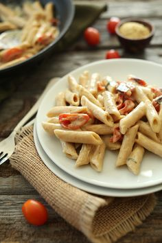 """Easy, 30 minute Creamy Vegan Garlic Pasta with Roasted Tomatoes . """"A 30 minute creamy pasta made with almond milk and infused with garlic and roasted tomatoes. Creamy Garlic Pasta, Roasted Tomato Pasta, Roasted Tomatoes, Creamy Sauce, Dried Tomatoes, Cherry Tomatoes, Dairy Free Recipes, Vegan Recipes Easy, Vegetarian Recipes"""