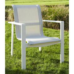 Ensemble de jardin en aluminium a une finition irreprochable. Il comprend 5 piéces : un Sofa, 2 fauteuils, 2 tables. Les coussins en PU sont rembourrés de mousse de polyuréthane spéciale à séchage ultra rapide. Vous pouvez laisser l'ensemble aux intempéries. Le design est novateur et vous offre un confort parfait.